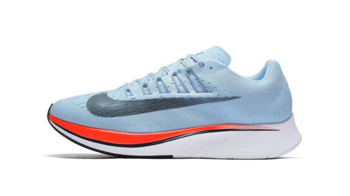Le Nike Zoom Fly sono una versione più semplice delle tiratissime Vaporfly  4%. Eppure il particolarissimo tallone è ben riconoscibile e non può che  tradire ... 991607c02e2