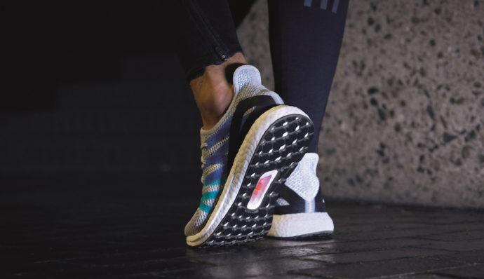 Adidas ha presentato le am4ldn e le am4par ispirate a for Adidas che cambiano colore