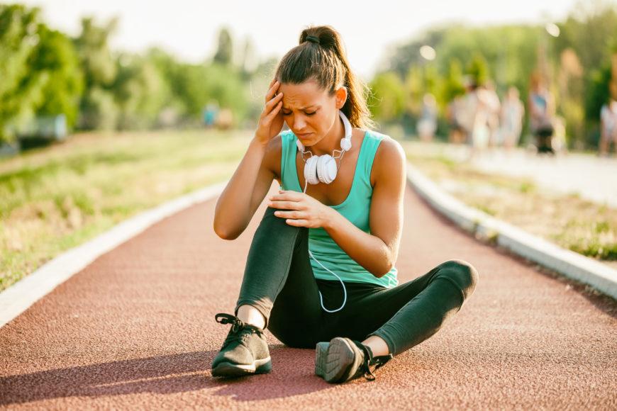 Hai mal di testa prima o dopo lo sport? Ecco le possibili cause